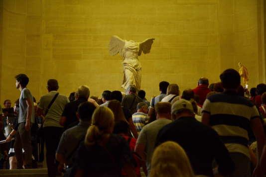 La Victoire de Samothrace, au Louvre, en juillet.