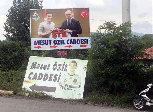 Une photo deMesut Özil et du président turc RecepTayyip Erdogan, le 24 juillet à Devrek,en Turquie.
