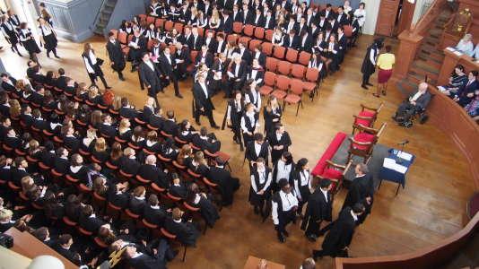 Lors de la cérémonie de remise de diplôme de Noé Michalon à Oxford.