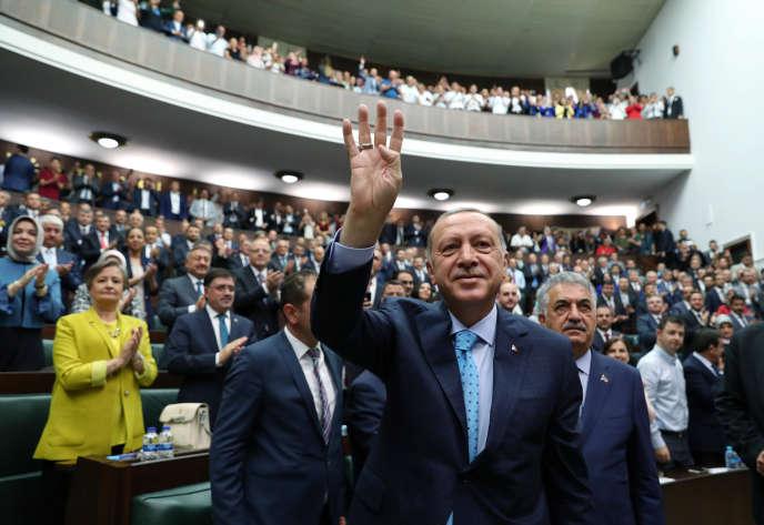 Recep Tayyip Erdogan, le président turc, devant le Parlement, à Ankara, le 24 juillet.