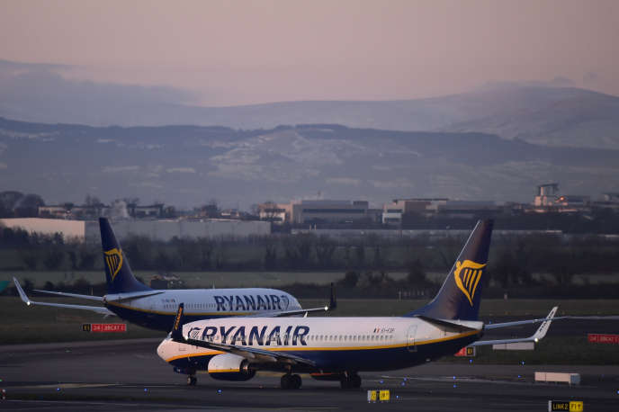 Ryanair souhaite réduire sa flotte à Dublin, ce qui pourrait entraîner des pertes d'emplois pour 100 pilotes et 200 membres du personnel de cabine.