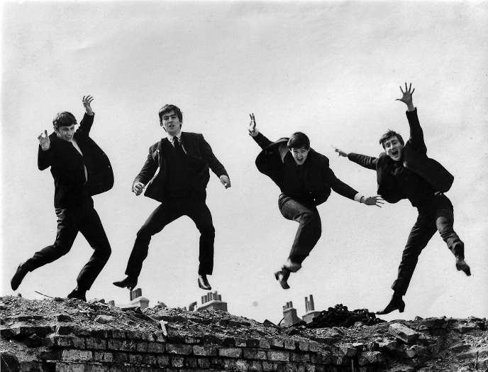 Ringo Starr, George Harrison, Paul McCartney et John Lennon.  Photo utilisée pour la pochette du disque « Twist and Shout » (1963).