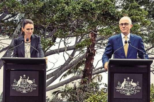 La première ministre néo-zélandaise, Jacinda Ardern, a rencontré plusieurs fois les autorités australiennes (ici avec le premier ministre Malcolm Turnbull en mars 2018) pour venir à bout des tensions sur les expulsions d'anciens condamnés néo-zélandais.