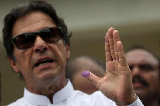 Imran Khan, star pakistanaisedu cricket.
