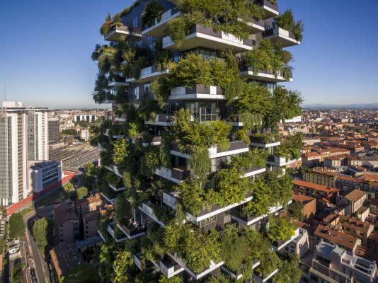 La végétationde la tour Bosco Verticale (« forêt verticale »), œuvre de Stefano Boeri,à Milan, en Italie, équivaut à un bois de 1 hectare.