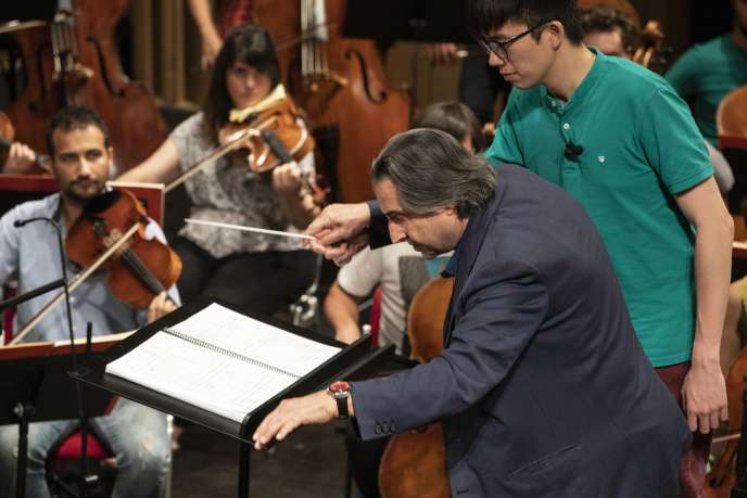 Riccardo Muti avec l'Orchestre de jeunes Luigi Cherubini au Théâtre Alighieri à Ravenne (Italie).