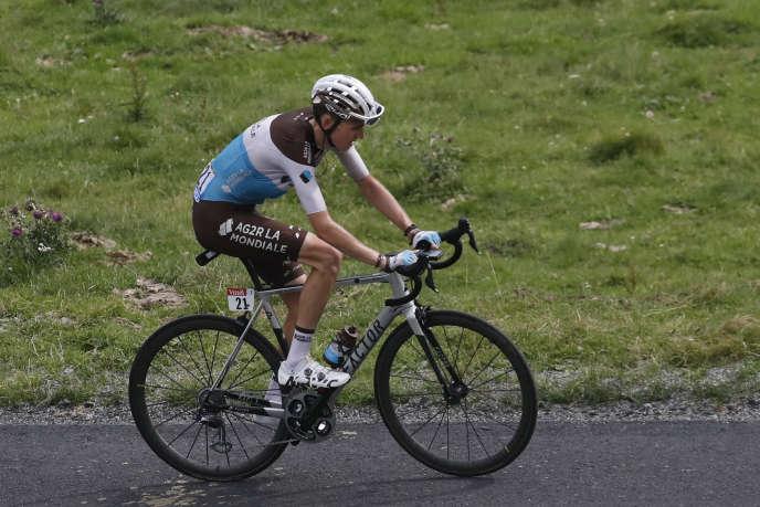 Romain Bardet, distancé lors de la 17e étape du Tour, entre Bagnères-de-Luchon et Saint-Lary-Soulan, le 25 juillet.