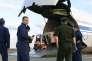 Chargement de 50 tonnes d'aide humanitaire française dans les soutes d'un Antonov 124 (avion militaire russe), à Châteauroux, le 20 juillet.