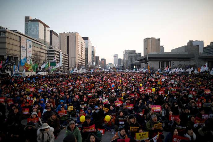 Lors d'une manifestation contre la présidente coréenne d'alors, Park Geun-hye, à Séoul, en février 2017.