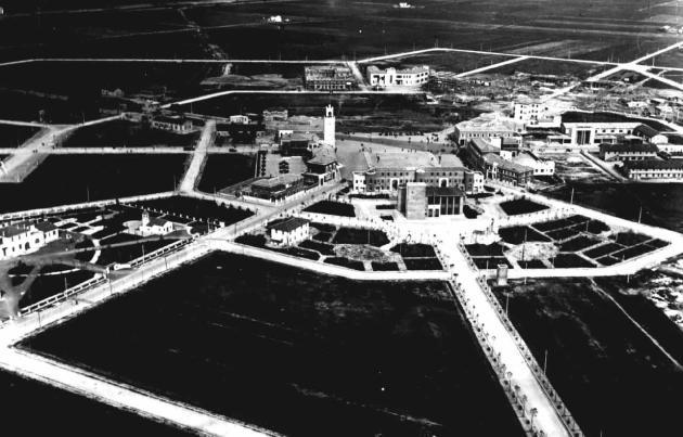 Vue aérienne de Littoria, lors de sa première phase d'urbanisation, en 1933.