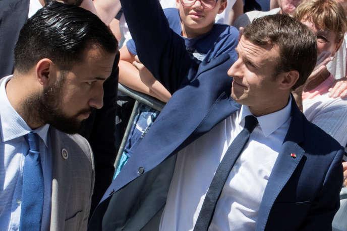 Alexandre Benalla et Emmanuel Macron au Touquet (Pas-de-Calais), en juin 2017.