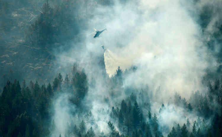 Un feu de forêt balaie une vaste zone forestière, près de la ville de Ljusdal, en Suède, le18juillet.En fin de semaine, plus d'une vingtaine de foyers d'incendies étaient toujours actifs dans toute la Suède, couvrant quelque 20 000hectares.