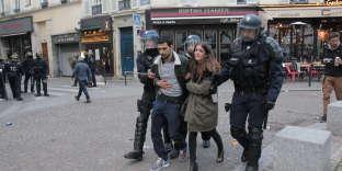 place de la Contrescarpe le 1er mai 2018 à Paris, le couple molesté par Alexandre Benalla