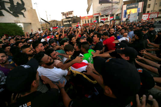 La démission du ministre de l'électricité faisait partie des slogans des protestataires lors des récentes manifestations, ici à Bagdad le 27 juillet.