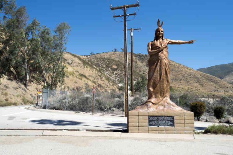 Entrée de l'ancienne station thermale. C'est là que Nestlé fait charger les camions-citernes de l'eau collectée dans la forêt de San Bernardino