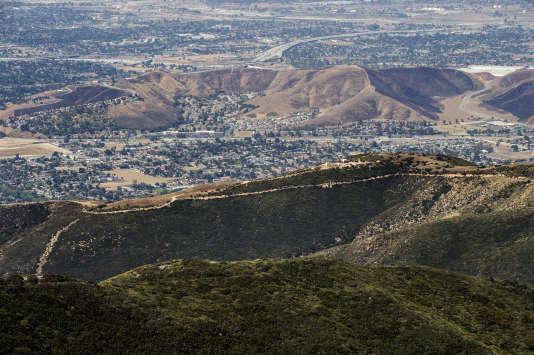 Dans les montagnes arides de San Bernardino, qui dominent l'agglomération de Los Angeles, la multinationale Nestlé captent des eaux de source, qu'elle embouteille.