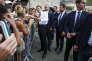 Bain de foule du président Emmanuel Macron à La Mongie (Hautes-Pyrénées), le 26 juillet.