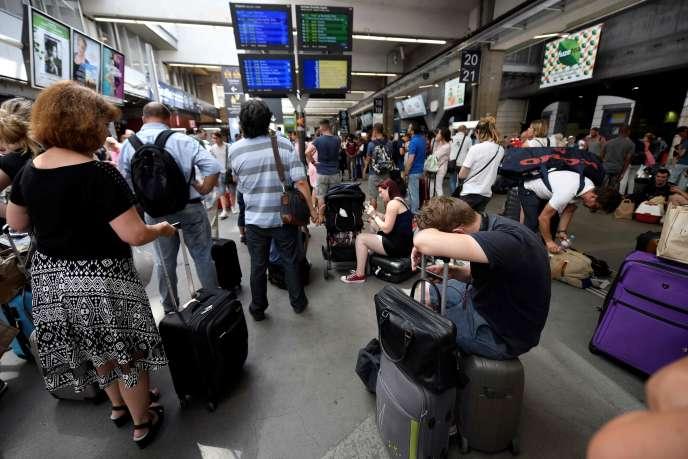 A la gare Montparnasse, à Paris, le 27 juillet.