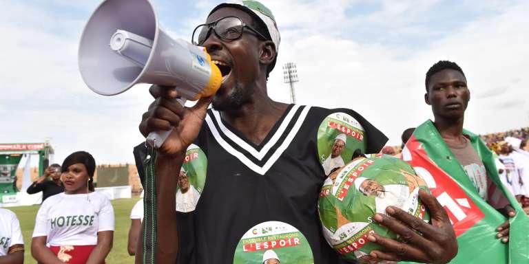 Des partisans de Soumaïla Cissé, candidat de l'Union pour la République et la démocratie, le 26 juillet à Mopti (Mali).