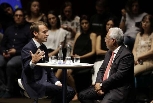 Emmanuel Macron et le premier ministre portugais Antonio Costa, à la Fondation Gulbenkian, à Lisbonne (Portugal), le 27 juillet.