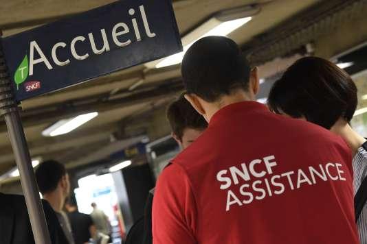 RTE (groupe EDF) a rétabli lundi 30 juillet au soir une connexion haute tension provisoire entre la gare Montparnasse et le centre de maintenance des TGV.