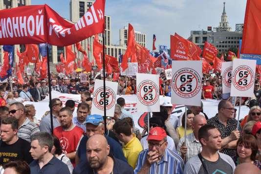 La manifestation à l'appel du Parti communiste a rassemblé samedi 28 juillet à Moscou entre 10 000 personnes, selon les journalistes, et 100000 personnes, selon les organisateurs.