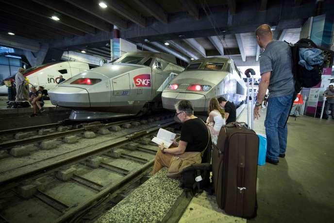 A la gare Montparnasse lorsque le trafic a été totalement interrompu pendant plusieurs heures, à Paris le 27 juillet.