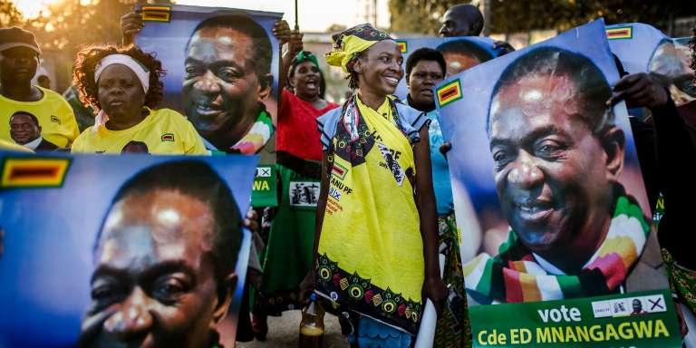 Des partisans d'Emmerson Mnangagwa, à Harare, vendredi 27 juillet.
