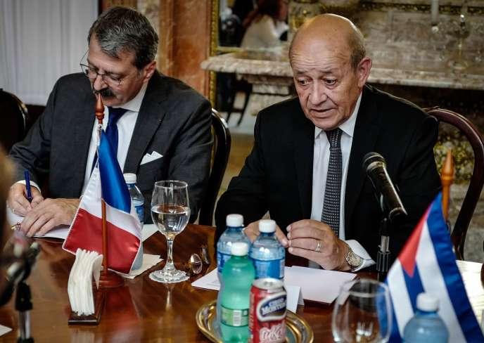 Jean-Yves Le Drian rencontre son homologue cubain Bruno Rodriguez le 28 juillet à La Havane.