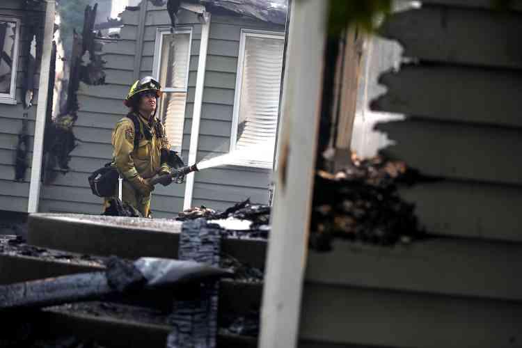 Une pompier en intervention à Redding, le 27 juillet. L'incendie Carr a causé la mort de deux pompiers dans des incidents distincts.