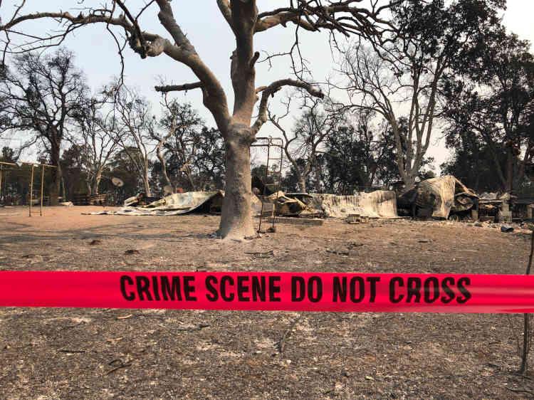 Deux jeunes enfants et leur arrière-grand-mère âgée de 70 ans ont été tués par l'incendie, dans cette maison de Redding, le 28 juillet. Samedi soir, le bilan des incendies en Californie était de six morts.