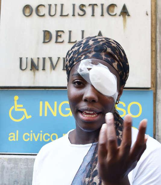 L'athlète italienne d'origine nigériane DaisyOsakue, à Turin, après son agression, le 30 juillet.