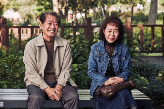 Chon Moo-song et Yuh-jung Youn dans le film coréen«The Bacchus Lady» deE. J-yong.