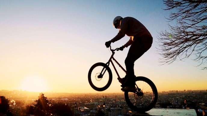 « En Selle!» célèbre la renaissance du vélo en ville.