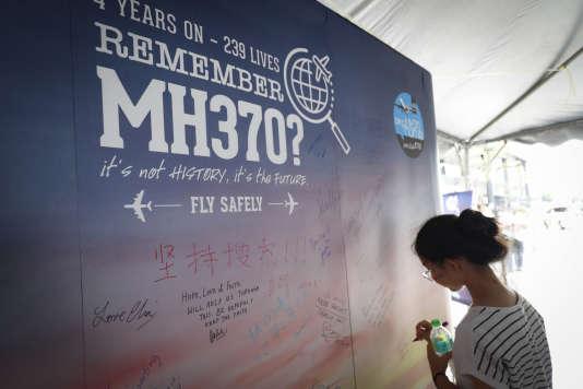 Lors du jour du souvenir du MH370, à Kuala Lumpur (Malaisie), le 3 mars.
