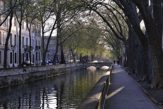 A Nîmes, la taxe foncière, l'une des plus élevées de France, atteint 1 423 euros par an pour un couple avec deux enfants. Quai de la Fontaine, dans le centre-ville.