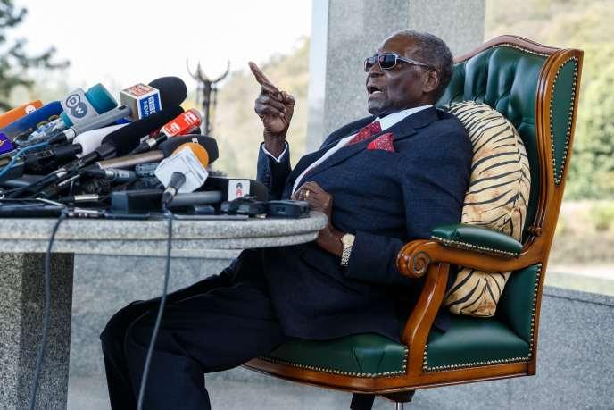 L'ancien président du Zimbabwe, Robert Mugabe, lors d'une conférence de presse à son domicile de Harare, le 29 juillet.