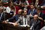 Le mardi 24 juillet 2018, dans l'hémicycle, les députés sont réunis pour les questions au gouvernement. Ici Edouard Philippe qui discute avec Christophe Castaner et Benjamin Griveaux aux cotés de Gérard Collomb et Marlène Schiappa.