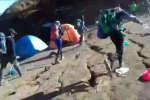 De larges fissures sont apparues dans le sol sur l'île de Lompok, en Indonésie. Elle a été frappée le 29 juillet par un puissant tremblement de terre. Une journaliste présente sur place raconte ce séisme.
