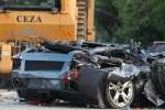 Une voiture de contrebande de marque Lamborghini après sa destruction publique par le gouvernement à Sta Ana, Cagayan, dans le nord des Philippines, le 30 juillet 2018.