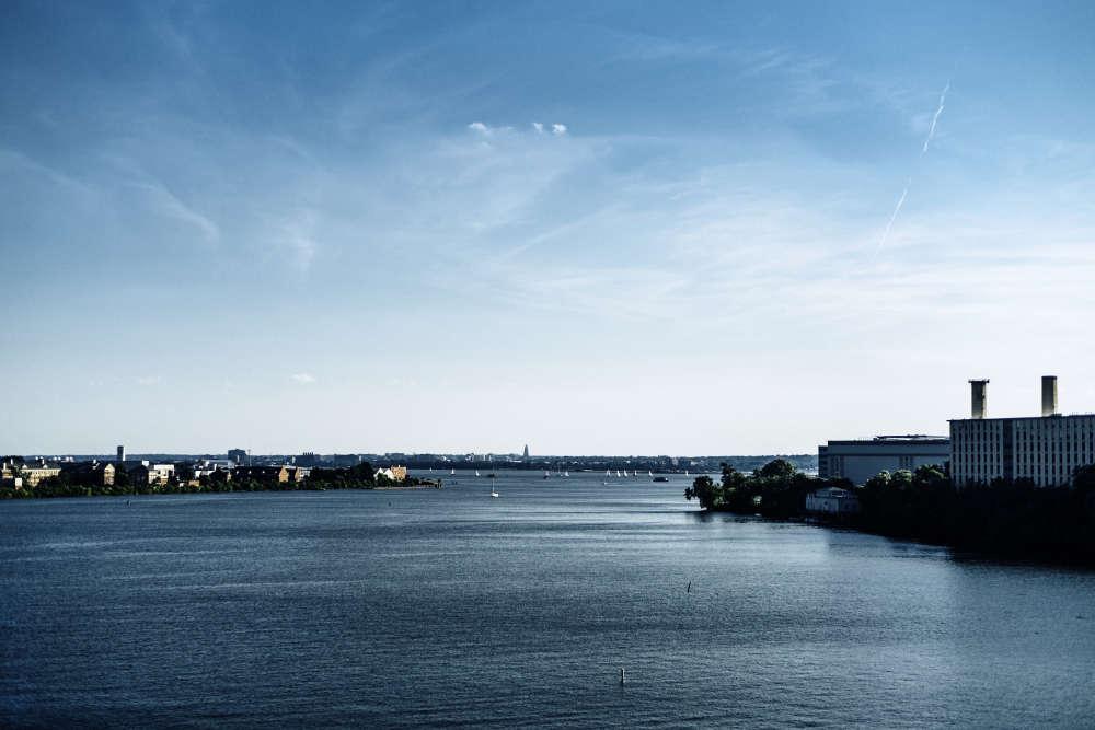 Autrefois voie maritime fréquentée, la rivière Anacostia qui traverse Washington est devenue« la rivière oubliée», déversoir des eaux usées de la ville, et dépotoir.