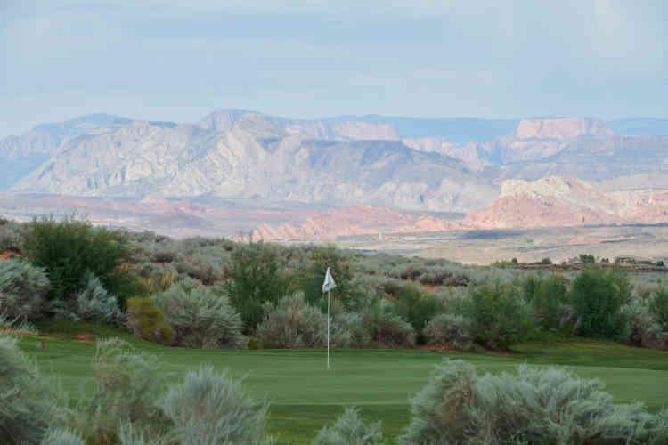 Les habitants du lotissement de Sand Hollow se sont installés pour jouer au golf et n'entendent pas remettre en cause leur mode de vie, en dépit de la rareté de l'eau.