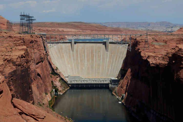 Le barrage de Glen Canyon a permis la formation du lac Powell, situé entre l'Arizona et l'Utah.
