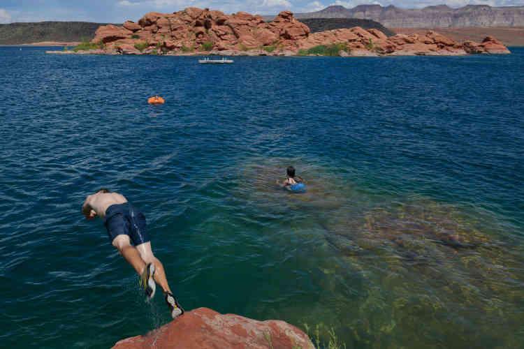 Le réservoir de Sand Hollow a permis de créer une minibase nautique précieuse les mois d'été où la chaleur dépasse les 42 degrés.