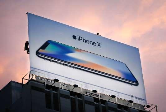 Campagne publicitaire pour la sortie de l'iPhone X, sur Union Square, à San Francisco, le 3 novembre 2017.