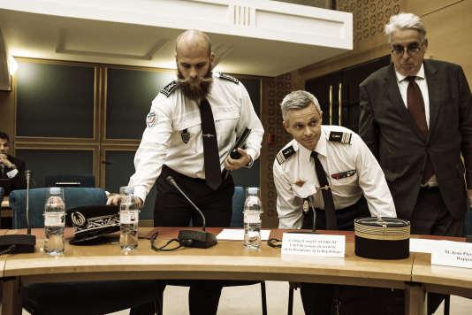 Le colonel Lionel Lavergne (à droite),le chef du GSPR, lors de son arrivée devant la commission d'enquête du Sénat dans le cadre de l'affaire Benalla, le 30 juillet.