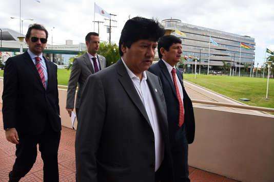Edwin Oviedo (au premier plan), président de la Fédération péruvienne de football, le11décembre2015, à Luque, au Paraguay.
