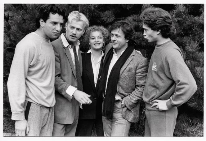 Bruno Todeschini, Laurent Grévill, Isabelle Renauld et Vincent Perez entourent Patrice Chéreau, à la tête du Théâtre des Amandiers depuis 1982.