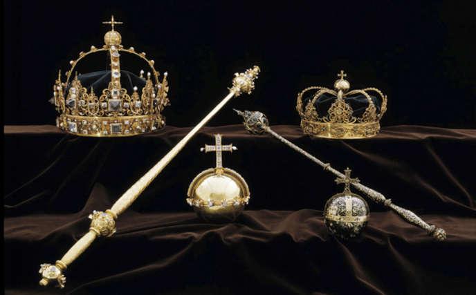 Le vol concerne deux couronnes et un orbe (un globe surmonté d'une croix).