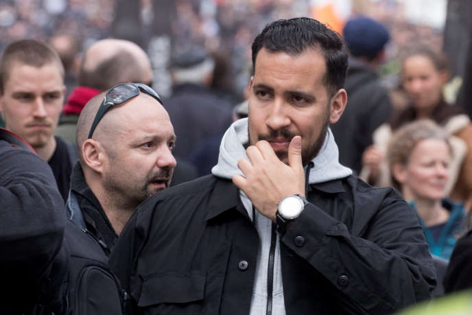 Alexandre Benalla (à droite) et Vincent Crase (derrière, à gauche), le 1er mai à Paris.